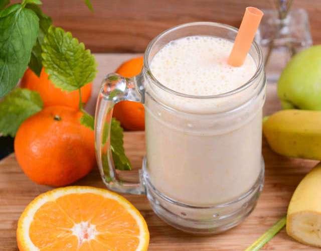 смузи из апельсина и молока