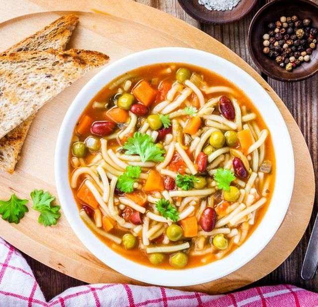 Варить овощной суп без мяса с вермишелью #4