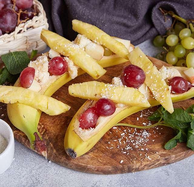Фруктовый салат в банане