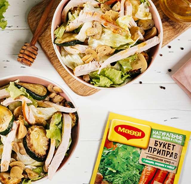 Лёгкий салат из копчёной курицы с маринованными шампиньонами